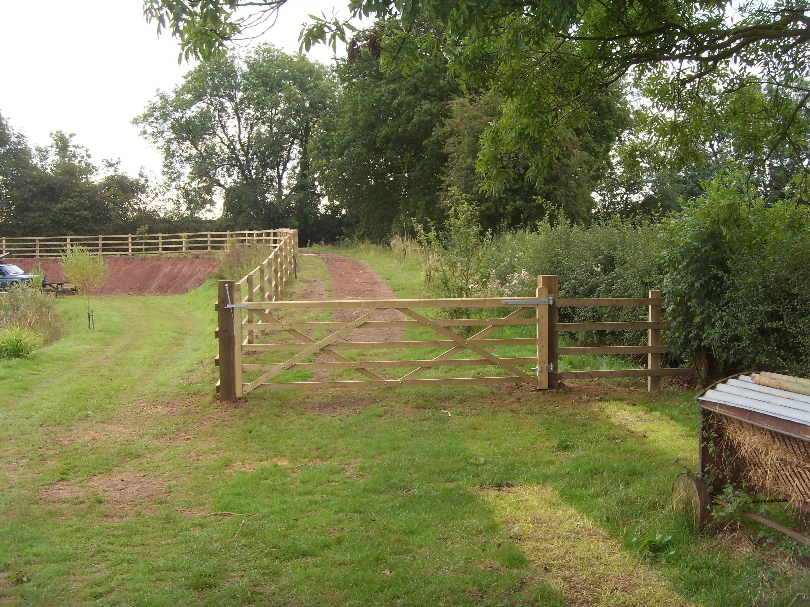 FIELD FENCE GATE